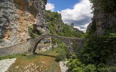 Το φημισμένο γεφύρι του Κόκκορη στο Ζαγόρι.