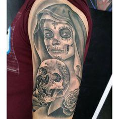 Imagem relacionada Catrina Tattoo, Tattoo Man, Cool Tats, Sugar Skulls, Deen, Sleeve Tattoos, Tattoos For Guys, Tatting, Body Art