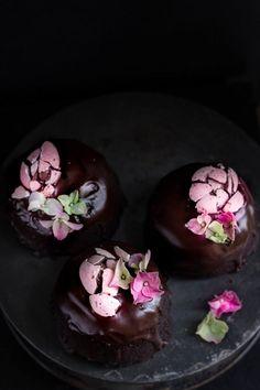 Chocolate amaretto cakes