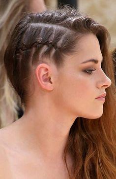 Kristen's look: El secreto está en hacer una trenza de raíz, pero al revés. De dentro hacia fuera, para que quede en relieve.