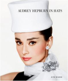 I love Audrey Hepburn, her 'look' is just it. The glamorous cover of Audrey Hepburn in Hats by June Marsh. Audrey Hepburn Hut, Audrey Hepburn Makeup, Aubrey Hepburn, Hollywood Glamour, Old Hollywood, Hollywood Style, Hollywood Divas, Hollywood Icons, Tiffany Jewelry