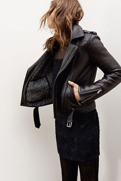 Must-have - Warm Biker jacket - monstylepin #fashion #style #trend #musthave #bikerjacket #leatherjacket #lining #wool #texture #allblack