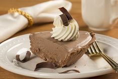 Don't have any fancy, gourmet chocolate on hand? Our recipe for Belgian Chocolate Pie has all the rich and luxurious flavor without the costly price tag! This is definitely a five-star, chocolate lover's recipe! Chocolate Mousse Cake, Chocolate Pies, Chocolate Cheesecake, Melting Chocolate, Belgian Desserts, Cheesecake Cups, Pie Pops, Chocolate Graham Crackers, Dessert Pizza