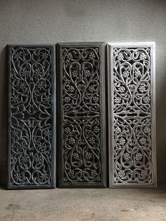 Stoer landelijk oud houten wandpaneel wit whiteoff white-off zand wandornament wanddecoratie hout panelen luiken