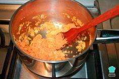 Arroz con zanahoria y cebolla - Fácil Pollo Guisado, Grains, Rice, Food, Fried Fish, White Rice, One Pot Dinners, Onion, Vegetable Recipes