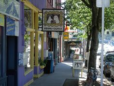 Frank and Dunya - Outsider Art Gallery- Fremont, Seattle, Washington by brewbooks, via Flickr