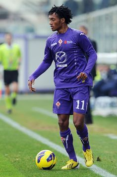 Fiorentina striker Mario Gomez wants the Columbian winger Juan Cuadrado to stay in Florence after trying to reignite attention from Barcelona fell through this week.