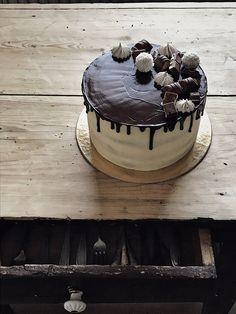 Svájci vajkrémmel burkolt barackos-mascarponés túrótorta – Smuczer Hanna Cake, Desserts, Food, Tailgate Desserts, Deserts, Kuchen, Essen, Postres, Meals