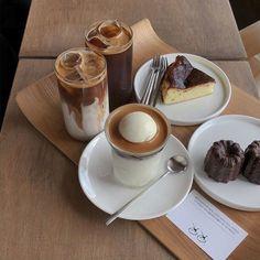 Aesthetic Coffee, Aesthetic Food, Aesthetic Pastel, Aesthetic Grunge, Aesthetic Vintage, Coffee Cafe, Coffee Drinks, Good Food, Yummy Food