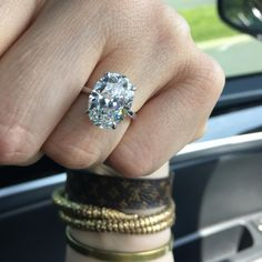 I'm sure it's pretty obvious why I'm obsessed with this gorgeous oval engagement ring.