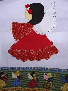 ***Amo Flores de Fuxico!!***: *Apliques de natal em pano de prato*