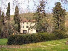 2 km centre de Draguignan. belle campagne, jolie maison de maître de caractère et authentique. Grands volumes et nombreuses dépendances. Matériaux haut de gamme, 2 grandes terrasses face à joli jardin 8000 m2 prolongé d'un terrain agricole 2 h. #maisonDraguignan www.partenaire-europeen.fr/Annonces-Immobilieres/France/Provence-Alpes-Cote-d-Azur/Var/Vente-Maison-Villa-F11-DRAGUIGNAN-1019279