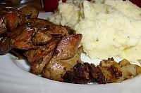 erdély ma -  recept: hirtelen sült csirkemáj Mashed Potatoes, Beef, Chicken, Ethnic Recipes, Food, Whipped Potatoes, Meat, Smash Potatoes, Meals