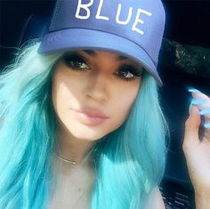 Kylie Jenner wants to end the speculation about her looks. Kylie says, she is tired of people asking whether she has had lip injections. Kylie Jenner Lip Challenge, Kylie Jenner Mode, Kylie Jenner Hair, Kardashian, Kylie Jenner Birthday, Stars D'hollywood, Color Del Pelo, Celebrity Hair Colors, Playing With Hair