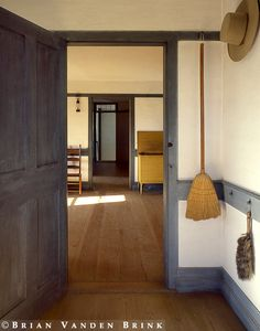 Shaker style mudroom - scarcity feel
