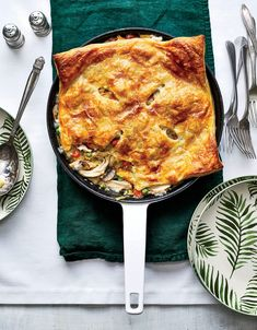 Best Family-Friendly Dinners from 2018 that are Perfect for Weeknights_Skillet Chicken Pot Pie with Leeks and Mushrooms Mushroom Recipes, Mushroom Chicken, Leftover Chicken Recipes, Supper Recipes, Crab Recipes, Skillet Chicken, One Pot Meals, Main Meals, Kitchens