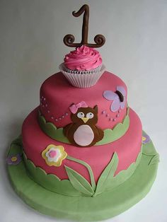 Pretty owl cake.  Easy smash cake idea with the cupcake on top.