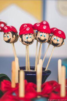Mario Cake Pops. #supermario #mariobros #themedparty #festa #aniversário #party #inspiração #inspiration #blue #red #green #yellow
