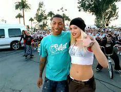 Gwen Stefani & Pharrell, circa No Doubt Damsel In This Dress, Hollaback Girl, Black Celebrities, Negative People, Pharrell Williams, Gwen Stefani, Mtv, Bobby, Music