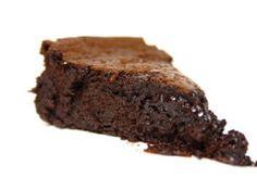 Receita de Bolo de Chocolate MegaCremoso - bolo-de-chocolate.html ... 300g de chocolate para culinária 70% de cacau, 250g de manteiga sem sal, 8 ovos, 200g de açúcar, 30g de farinha, uma pitada de sal, um pouco de óleo
