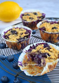 Havermout muffins met bosbessen - Laura's Bakery (CDK in db) Healthy Cake, Healthy Baking, Healthy Desserts, Just Desserts, Healthy Food, Healthy Recipes, Healthy Birthday Snacks, Bakery Recipes, Dessert Recipes