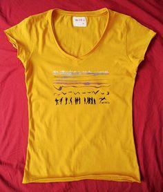 Camiseta mostaza CIUDAD DE PLAYA pintada a mano por miritaTshirts