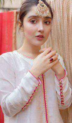 Sleeves Designs For Dresses, Dress Neck Designs, Stylish Dress Designs, Sleeve Designs, Pakistani Fashion Party Wear, Indian Fashion Dresses, Stylish Dresses For Girls, Simple Dresses, Stylish Dress Book