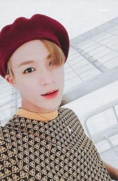 We Go Up 포토카드 스캔 Lah lucu, itu wajah sama leher bisa beda gitu warnanya, siapa yang edit lah? Winwin, Taeyong, K Pop, Jaehyun, Nct 127, Johnny Lee, Sm Rookies, Jeno Nct, Entertainment