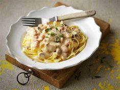 Koskenlaskijan sieni-kinkkukastike Easy Cooking, Cooking Recipes, Tzatziki, Rice Recipes, Feta, Macaroni And Cheese, Spaghetti, Food And Drink, Tasty