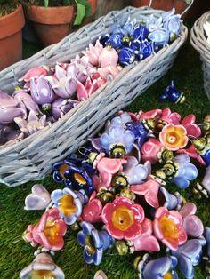 Garden Totems, Ceramic Flowers, Felt Diy, Hangers, Wool Felt, Craftsman, Photo Ideas, Decor Ideas, Clay