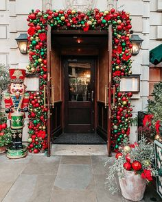 296 Likes, 75 Comments - Chelsea Weekend In London, Day Trips From London, Things To Do In London, London Christmas Market, Christmas Markets, Christmas Things To Do, London Winter, London Instagram, London Places