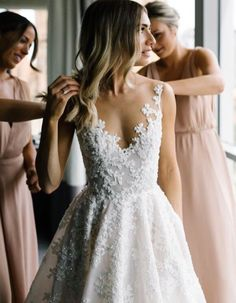 Gorgeous wedding dress! — WeddingBandsForBoth.com
