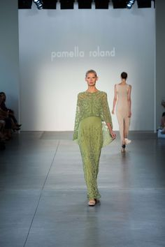 See the complete Pamella Roland Spring 2017 Ready-to-Wear collection.