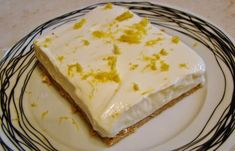 Lemon dessert with digestives and Greek yogurt Greek Sweets, Greek Desserts, Summer Desserts, Easy Desserts, Delicious Desserts, Dessert Recipes, Lemon Recipes, Greek Recipes, Baking Recipes