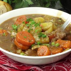 This mouthwatering hearty beef stew is sure to become your new family favorite. Tender beef and soft vegetables in a delicious rich sauce. This hearty beef stew is comfort food at its best! It will definitely warm your soul! Easy Hamburger Soup, Easy Beef Stew, Beef Stew Stove Top, Meat Recipes, Chicken Recipes, Cooking Recipes, Healthy Recipes, Beef Stew Recipes, Cuban Recipes