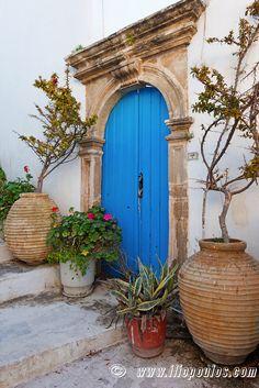 Old Door Of Mansion At Kythera Isla Greece Front door color Cool Doors, Unique Doors, Entrance Doors, Doorway, Porches, Door Gate, Painted Doors, Door Knockers, Closed Doors