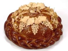 Коровай Fresh Bread, Sweet Bread, Beautiful Pie Crusts, Festive Bread, Cypriot Food, Pie Decoration, Bread Art, Czech Recipes, Our Daily Bread