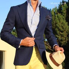 You basically don't ever see yellow pants but with blue jackets, light blue (or white ) shirt yellow seems to work pretty well. Preppy Men, Preppy Style, My Style, Only Fashion, Look Fashion, Mens Fashion, Suit Fashion, Sharp Dressed Man, Well Dressed Men