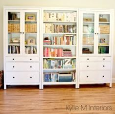 Ikea Hemnes bookcase with colour coordinated books in family room – Office İnspiration Workspaces Tv Cabinet Ikea, Living Room Tv Cabinet, Ikea Living Room, Living Rooms, Ikea Hemnes Bookcase, Bedroom Bookcase, Bookshelves Ikea, Bookshelf Storage, Bookcase Wall