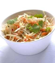 Coleslaw in asian style Asian Coleslaw, Asian Recipes, Ethnic Recipes, Summer Salads, Soup And Salad, Tasty Dishes, Meal Planning, Veggies, Healthy Eating