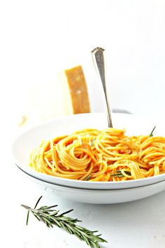 Spaghetti with Creamy Roasted Red Pepper Sauce + {GIVEAWAY}