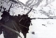 Guerra Bianca | Colonna di Alpini in marcia