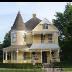 Victorian - I have always wanted a Victorian home like this!