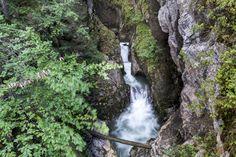 Risletenschlucht: schöne Wanderung am Vierwaldstättersee - Wandertipp Entlebucher, Water, Outdoor, Waterfall, Road Trip Destinations, Explore, Vacations, Traveling, Nice Asses