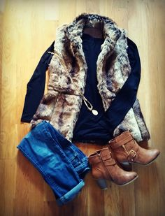 faux fur vest, rolled up blue jeans and high-heel booties Fur Vest Outfits, Outfits Otoño, Casual Outfits, Fashion Outfits, Cold Weather Outfits, Fall Winter Outfits, Autumn Winter Fashion, Western Outfits, Winter Stil