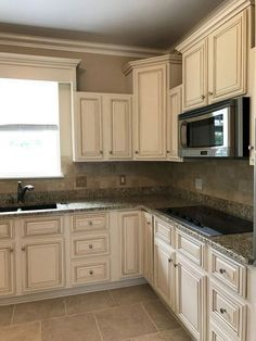 81 Stunning Farmhouse White Kitchen Cabinet Makeover Ideas - Page 22 of 83 Refacing Kitchen Cabinets, Farmhouse Kitchen Cabinets, Kitchen Cabinet Design, Kitchen Decor, Kitchen Sinks, Light Kitchen Cabinets, Kitchen Cupboard, Kitchen Tables, Antique White Cabinets Kitchen