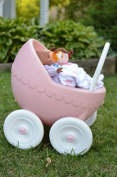 Little Tikes baby buggy (Your mommy had this one.) Great Grandma and Grandpa Kitties are giving you the 2016 version for Christmas. 90s Childhood, Childhood Memories, 1990s Toys, Party Like Its 1999, Prams And Pushchairs, Baby Buggy, Fisher Price Toys, Kids Growing Up, Little Tikes