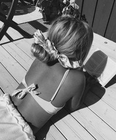 Black and white, books Black And White Aesthetic, Black N White, Summer Pictures, Beach Pictures, Summer Photography, Photography Poses, Summer Feeling, Summer Vibes, Corpo Sexy
