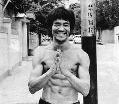 25 inspiring and motivational quotes from the Kung Fu legend - Bruce Lee. Bruce Lee remains the greatest icon of martial arts cinema and a key figure of Kung Fu, Bruce Lee Photos, American Idol, Bruce Lee Workout, Qigong, Goodbye Baby, Jeet Kune Do, Ju Jitsu, Baby Fat