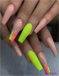 Prized by women to hide a mania or to add a touch of femininity, false nails can be dangerous if you use them incorrectly. Types of false nails Three types are mainly used. Neon Nails, Aycrlic Nails, Cute Nails, Blush Nails, Pretty Nails, Cute Nail Colors, Chevron Nails, Fancy Nails, Jamberry Nails